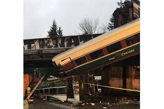 Предпосылкой падения поезда нашоссе вСША назвали высокую скорость