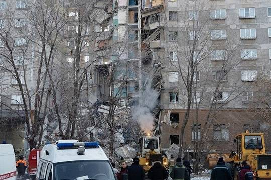 Несколько десятков человек оказались погребены под завалами после взрыва в жилом доме в Магнитогорске
