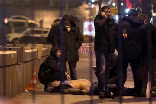 Тело убитого Немцова - крови не видно