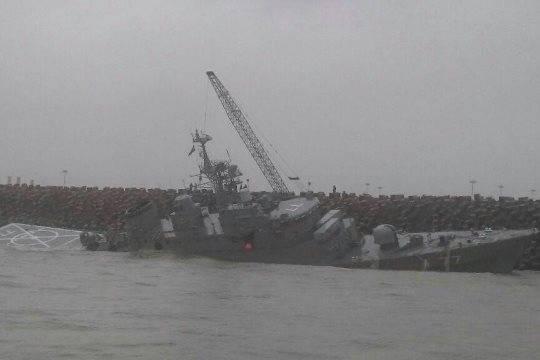 Выяснилось, что переломило пополам самый крупный боевой корабль Ирана