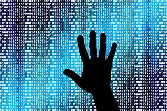 Хакеры угрожают разослать файлы пользователя всему списку друзей