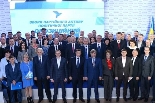 «Оппозиционеры» и «регионалы» объединяются, но приглашают присоединиться не всех
