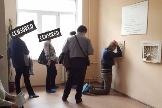 Пациентов воронежской больницы вынудили стоять наколенях ради больничного