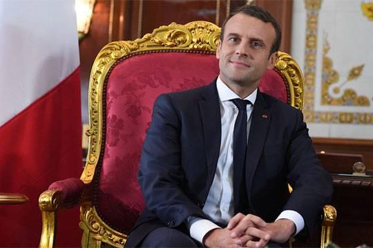 Президент сыграл вмузыкальной постановке под сопровождение ансамбля — Петя иволк