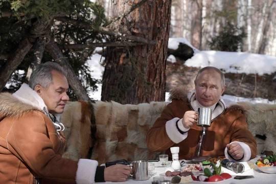Песков раскрыл подробности отдыха Путина и Шойгу в тайге