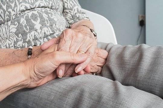 ПФР напомнил о возможности получать более высокую пенсию умершего супруга