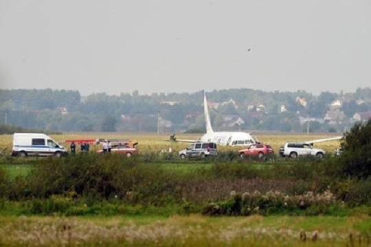 Пилот севшего в поле самолета не выпустил шасси в обход инструкции