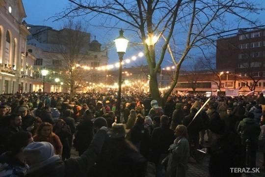 Тысячи демонстрантов вБратиславе добивались расследовать убийство репортера