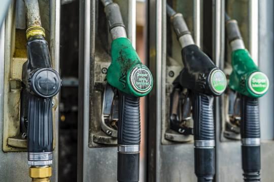 Подорожание бензина в России объяснили похолоданием