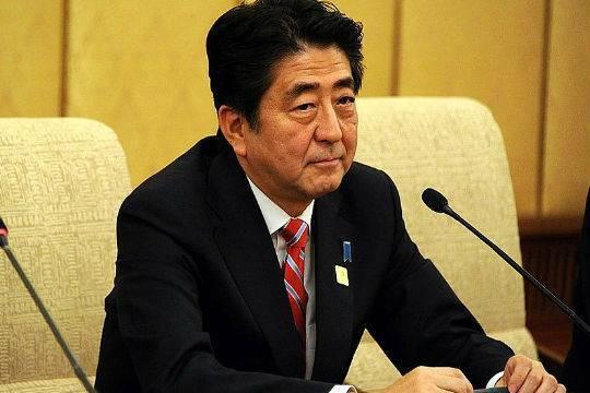 Правительство Абэ потеряло рейтинг из-за скандала вокруг одной из японских частных школ