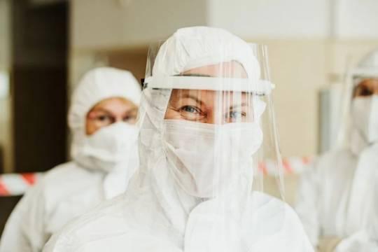 Правительство РФ выделило средства для выплат врачам, борющимся с COVID-19