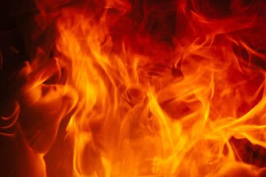При пожаре в российском частном доме погибли пятеро детей