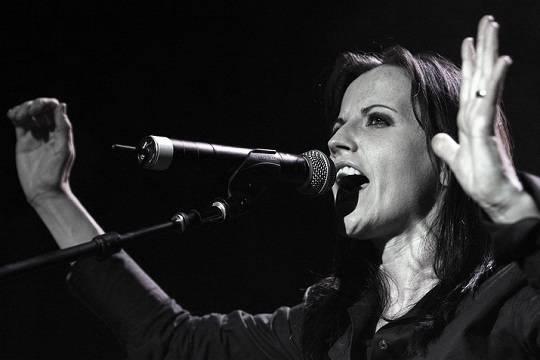 Причина смерти вокалистки The Cranberries будет известна только весной