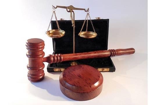 Присяжная влюбилась в подсудимого и сама угодила под суд