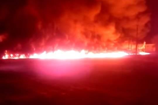 МЧС оситуации вКрасноармейском: огнём уничтожены два дома идва автомобиля