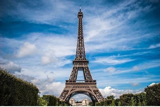 Пуленепробиваемую стену вокруг Эйфелевой башни установят в 2018 году