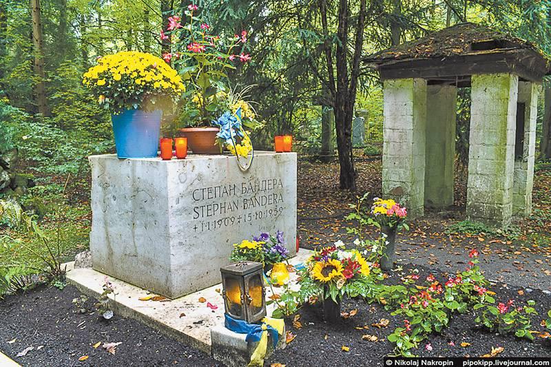 Могила Бандеры – место поклонения тех, кто видит будущее Украины не только без русских, но и без евреев, поляков, венгров, русинов (фото: Рафаэль Гусейнов)