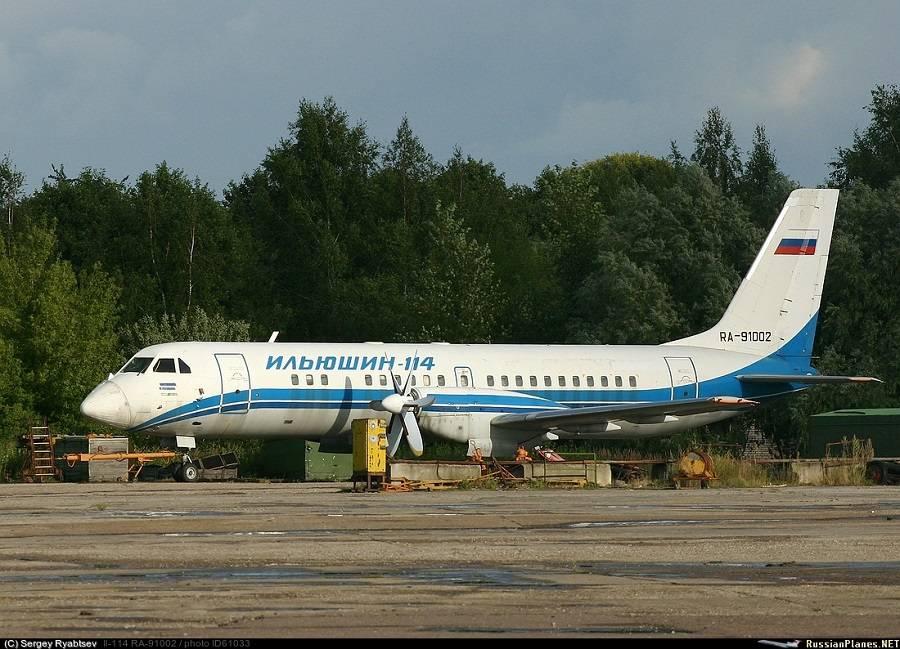 В таком виде был Ил-114, пока не решили его перебрать, покрасить и сделать из него «новейший» самолёт (Автор фото: Сергей Рябцев)