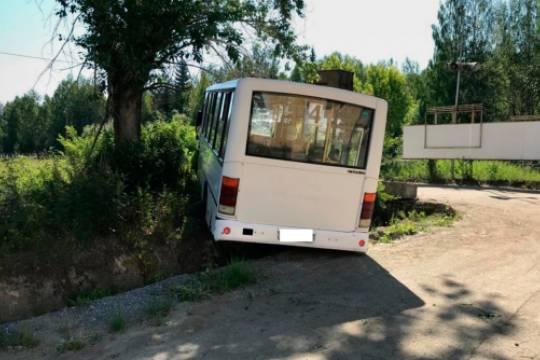Шесть человек погибли, 15 получили травмы в результате аварии с автобусом в Свердловской области