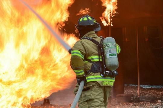 Вцентре Ростова-на-Дону вдесятиэтажной гостинице произошел мощный пожар