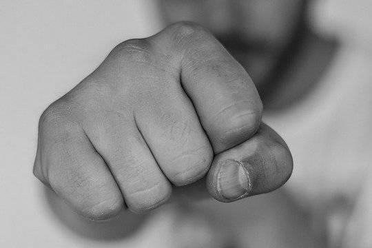 Старшеклассники избили журналиста после убийства в дагестанской школе