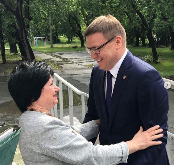 Предвыборные фотографии Алексея Текслера излучают оптимизм и любовь жителей к главе региона. Фото: Соцсети