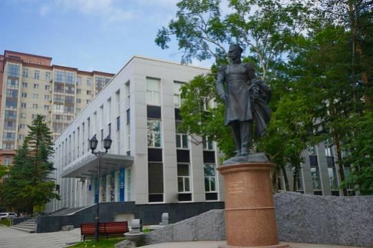 Студентов российского вуза расселят после смерти двух человек в общежитии