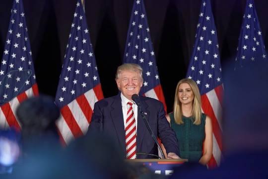 Демократы осудили Трампа, раскритиковавшего модную сеть из-за отказа отпродукции его дочери