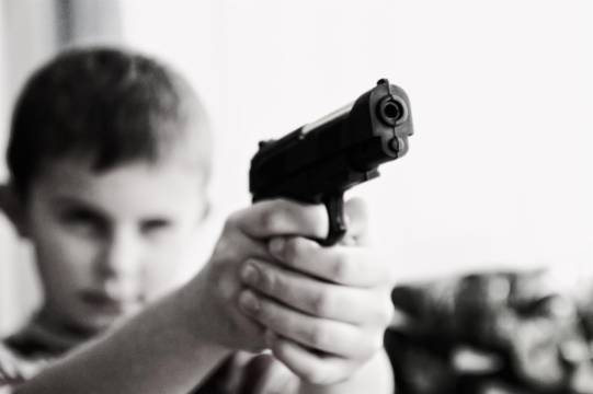 Трёхлетний мальчик выстрелил себе в голову