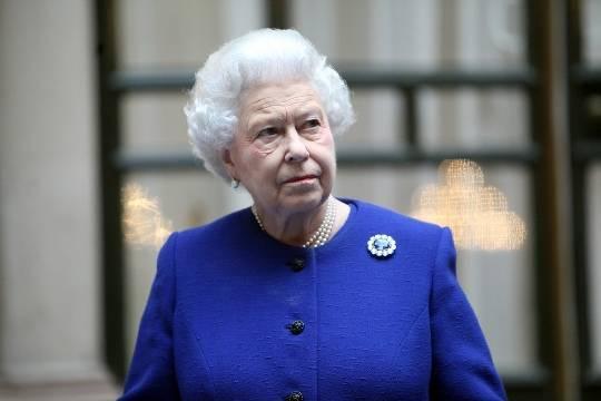 У Елизаветы II заметили крупную гематому