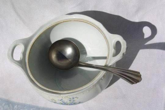 Люди толстеют употребляя пищу из неправильной посуды