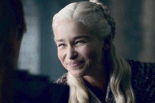 Улыбка Эмилии Кларк в новой серии «Игры престолов» стала мемом