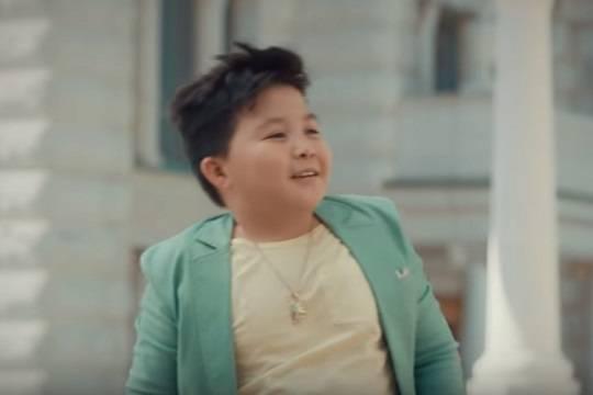 Уступивший дочери Алсу участник шоу «Голос. Дети» высмеял итоги голосования в рекламе