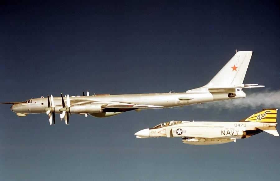 F-4B и Tу-95РЦ