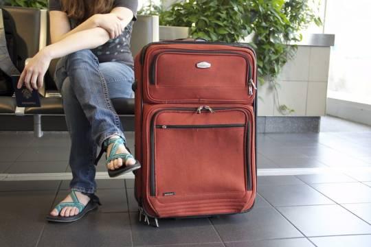 В аэропорту Сочи более двух тысяч туристов застряли из-за непогоды