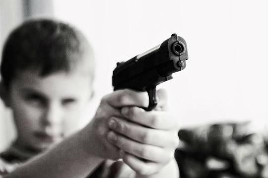 Под Челябинском 11-летний школьник выстрелил вглаз своему брату