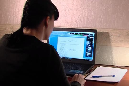 В Госдуму внесен закон о запрете дистанционного обучения
