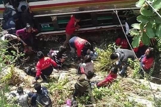 В Гватемале автобус с 55 пассажирами рухнул в пропасть