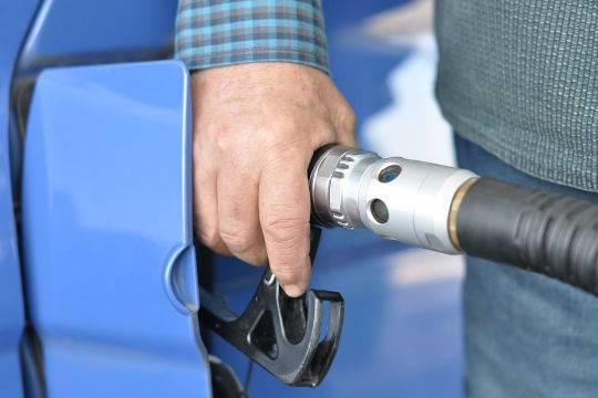 ВМагадан пришел топливный недостаток — Бензин поталонам