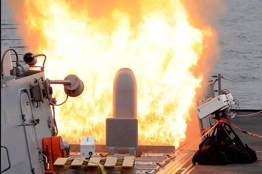 Неменее 50 ракет выпустили США поаэродрому вСАР: есть погибшие