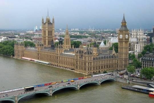 Англичане протестуют против визита Трампа встрану