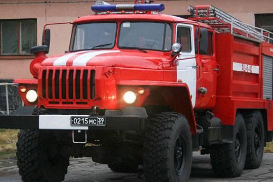 ВПетербурге автоледи на Лексус непустила пожарных кгорящему дому