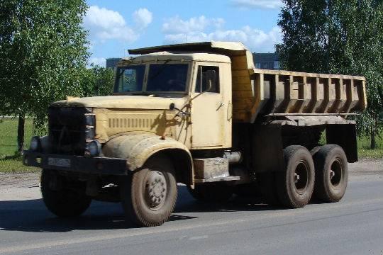 В Петербурге ищут грузовик со светлой кабиной