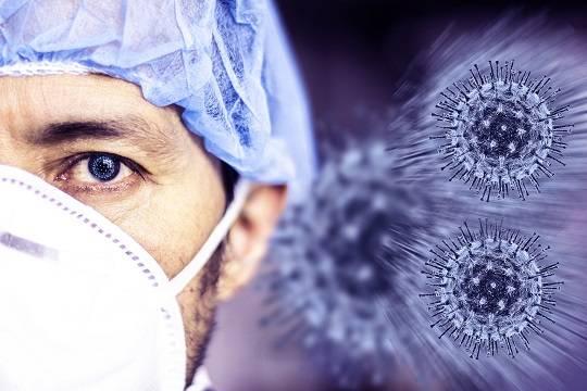 В России предложили продлить отпуска работающим с коронавирусом медикам