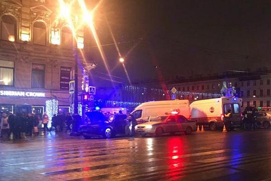 В Санкт-Петербурге водитель автомобиля сбил шестерых пешеходов