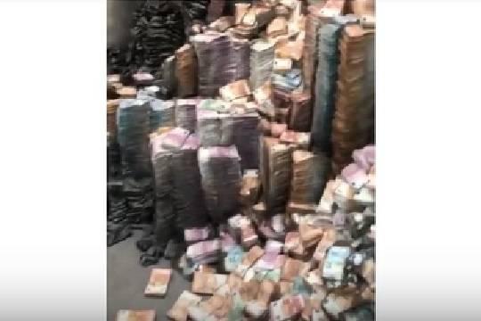 В сети распространилось видео, якобы запечатлевшее уничтожение денег Арашуковых в день обысков