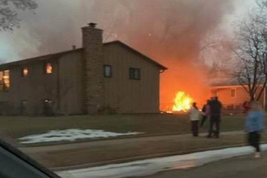 ВСША легкомоторный самолет рухнул нажилые дома