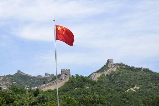 США пригрозили установить тарифы на1300 товаров изКитая