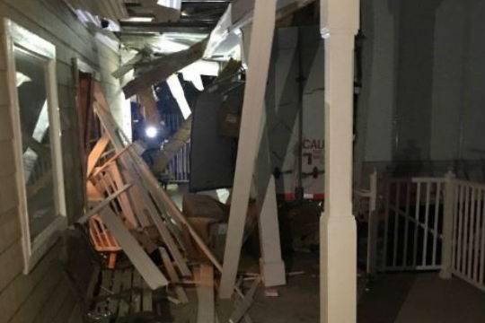 Угнанная фура протаранила публичный дом вштате Невада