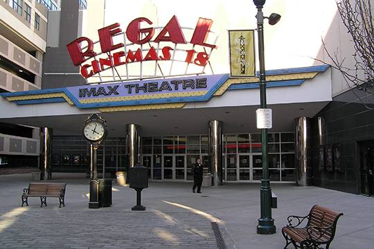 Кинотеатр сети Regal Entertainment Group в пригороде Нью-Йорка